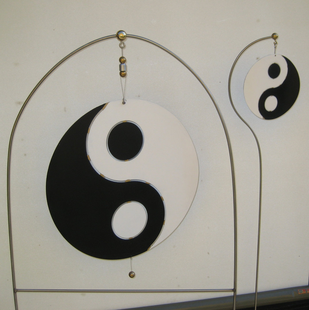 yin yang mit erdsticker. Black Bedroom Furniture Sets. Home Design Ideas